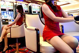 iba't iban ang tanawin sa loob ng casino - marami rito, hindi angkop para sa mga menor de edad
