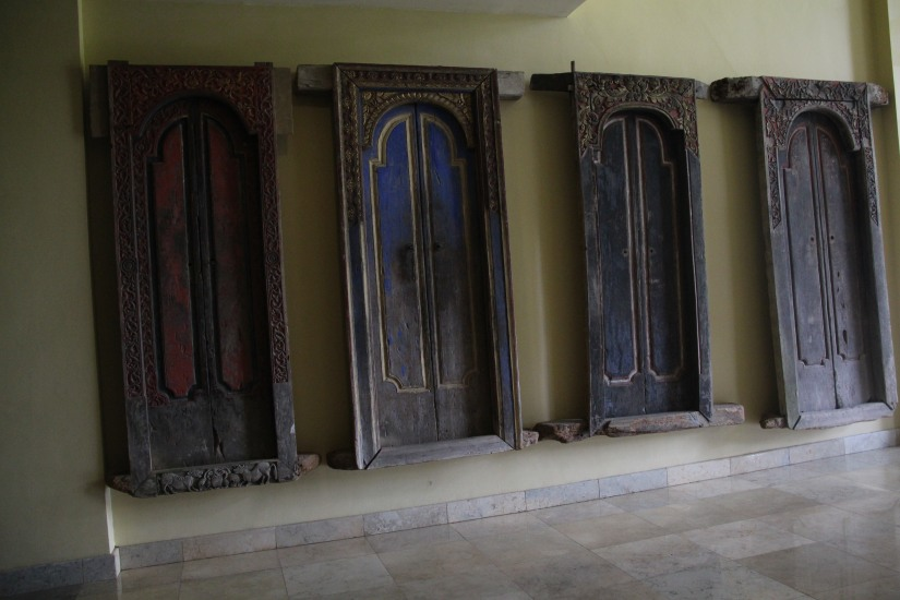the ubiquitous bali door (dennis' photo)