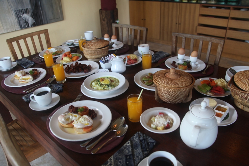 breakfast was always 'delived'... abundant, free-flowing... and free. since it was the villa's first time to encounter pinoys, they must have thought that bacon IS our national food - endless refills were ordered. the smiles on the faces of the wonderful staff never ever disappeared or faded (anj's photo)
